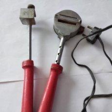 Antigüedades: PINZAS ELECTRICAS PARA LACRE. Lote 227070300