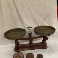 Antigüedades: ANTIGUA BASCULA FUERZA DE 5 KG CON PESOS!. Lote 227083250