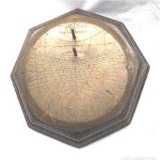 Antigüedades: RELOJ SOLAR BRONCE. MED. 16 X 16 CM. Lote 227118060
