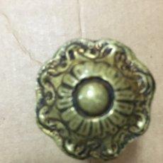 Antigüedades: TIRADOR DE BRONCE ANTIGUO, 3 CM DIÁMETRO. Lote 227131324