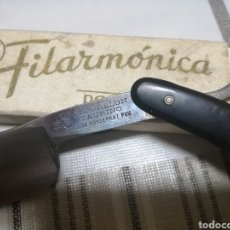 Antigüedades: NAVAJA DE AFEITAR FILARMONICA JOSÉ MONTSERRAT POU 14. Lote 227200709