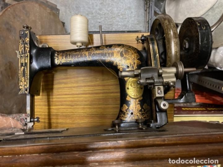Antigüedades: maquina de coser portatil marca Frister&Rossmann alemana super bien conservada manual - Foto 3 - 27584318