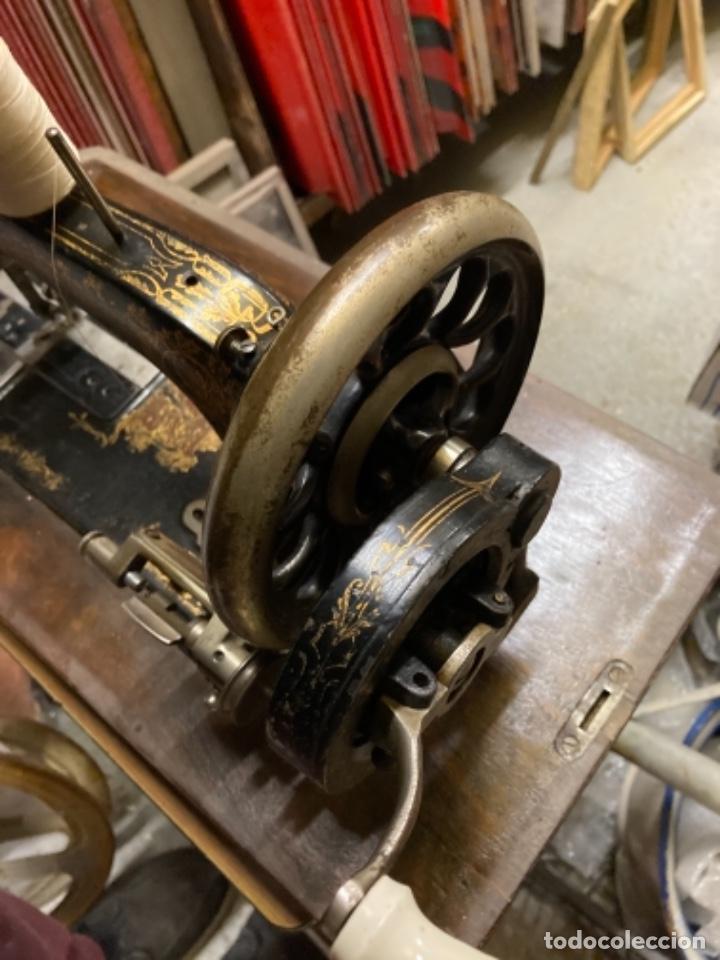 Antigüedades: maquina de coser portatil marca Frister&Rossmann alemana super bien conservada manual - Foto 4 - 27584318