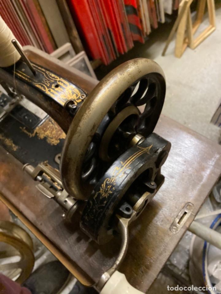 Antigüedades: maquina de coser portatil marca Frister&Rossmann alemana super bien conservada manual - Foto 5 - 27584318