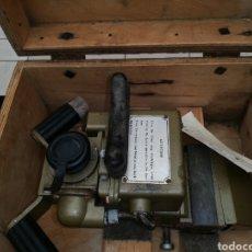 Antigüedades: BINOCULAR ..PERISCOPIO ..DE TANQUE Y TRINCHERA SEGUNDA GUERRA MUNDIAL .CAJA ORIGINAL ..FUNCIONA!!. Lote 227574905