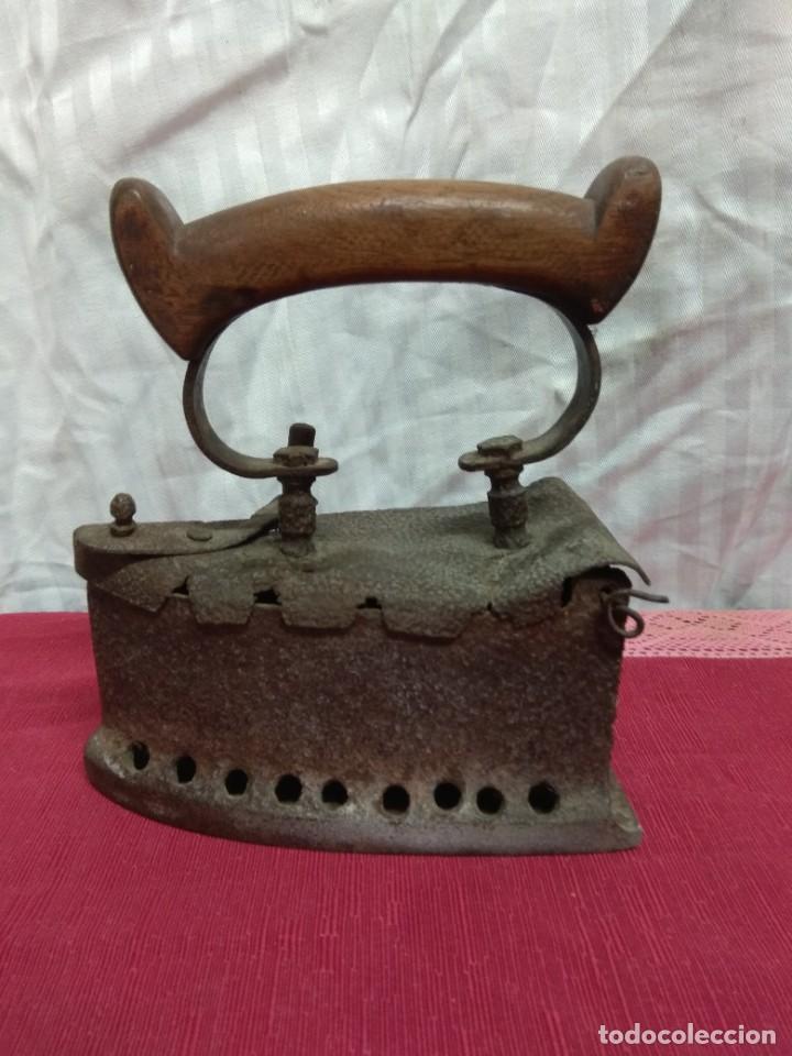 ANTIGUA PLANCHA DE CARBÓN. (Antigüedades - Técnicas - Planchas Antiguas - Carbón)