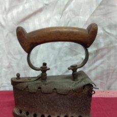 Antigüedades: ANTIGUA PLANCHA DE CARBÓN.. Lote 227925925