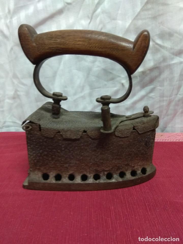 Antigüedades: Antigua plancha de carbón. - Foto 3 - 227925925
