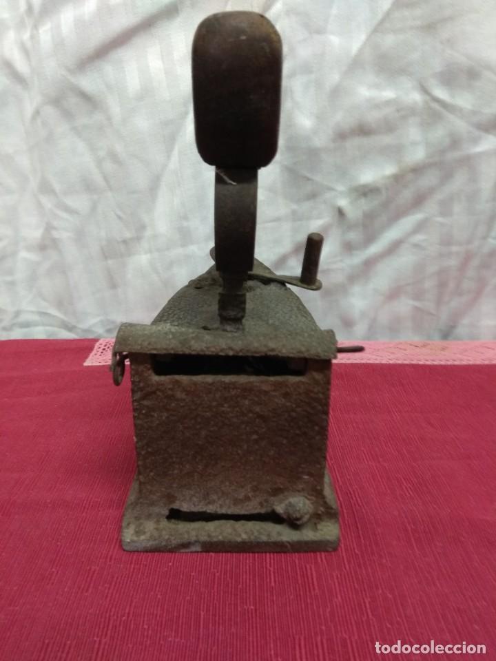 Antigüedades: Antigua plancha de carbón. - Foto 4 - 227925925