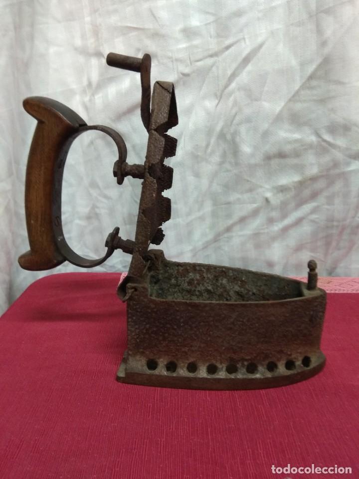 Antigüedades: Antigua plancha de carbón. - Foto 5 - 227925925