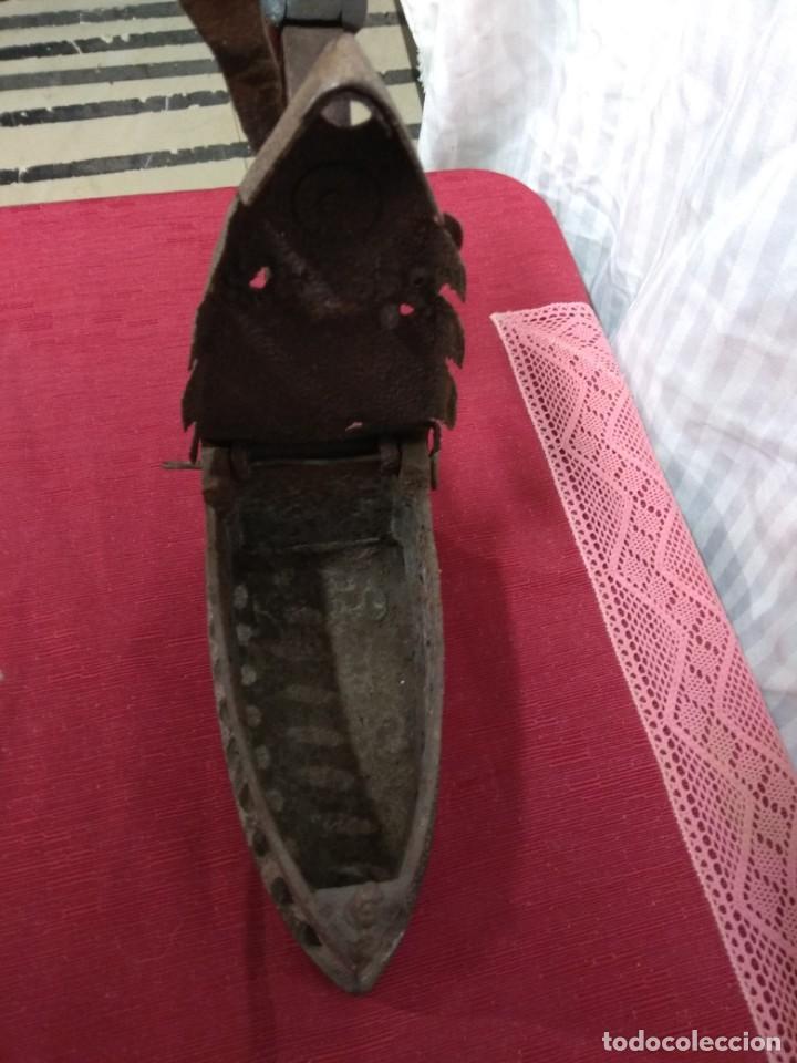 Antigüedades: Antigua plancha de carbón. - Foto 7 - 227925925