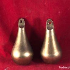 Antigüedades: PERAS DE BRONCE 12CM PESO 2KG. Lote 227978180