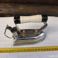 Antigüedades: PLANCHA CONSTRUIDA EN HIERRO SUPER SOLA RUBIO 125V 300W. Lote 228046335