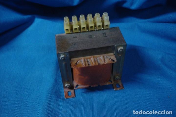 TRANSFORMADOR DE VOLTAJE 220 V. - 9/ 12 V. (Antigüedades - Técnicas - Herramientas Profesionales - Electricidad)