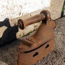 Antigüedades: ANTIGUA PLANCHA SASTRE UCM. Lote 228063820
