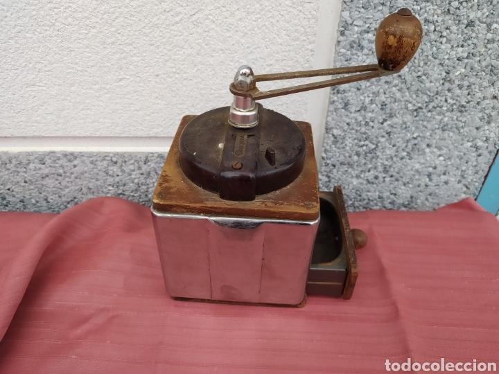 Antigüedades: Molinillo madera y chapa Peugeot freres - Foto 8 - 228068430