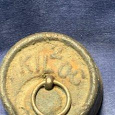 Oggetti Antichi: PESA PONDERAL BALANZA BASCULA ROMANA 500GRS 2 KG S XIX PLOMO 5,5X9,5CMS. Lote 228739660