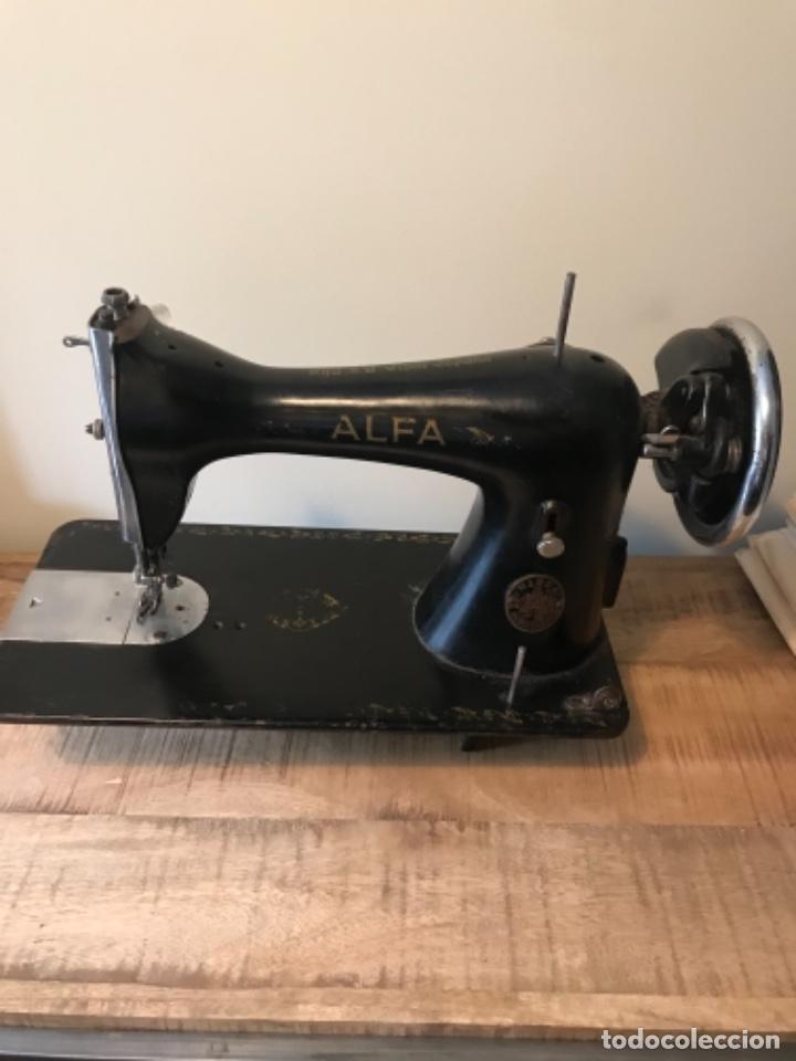 Antigüedades: Máquina de coser Alfa - Foto 3 - 242951855