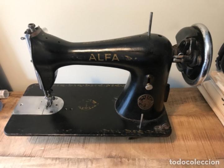 Antigüedades: Máquina de coser Alfa - Foto 4 - 242951855