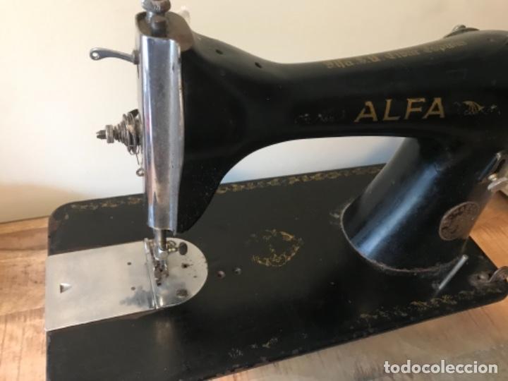 Antigüedades: Máquina de coser Alfa - Foto 6 - 242951855