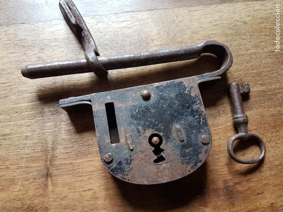 Antigüedades: Antiguo candadode forja de porton - Foto 2 - 228902310