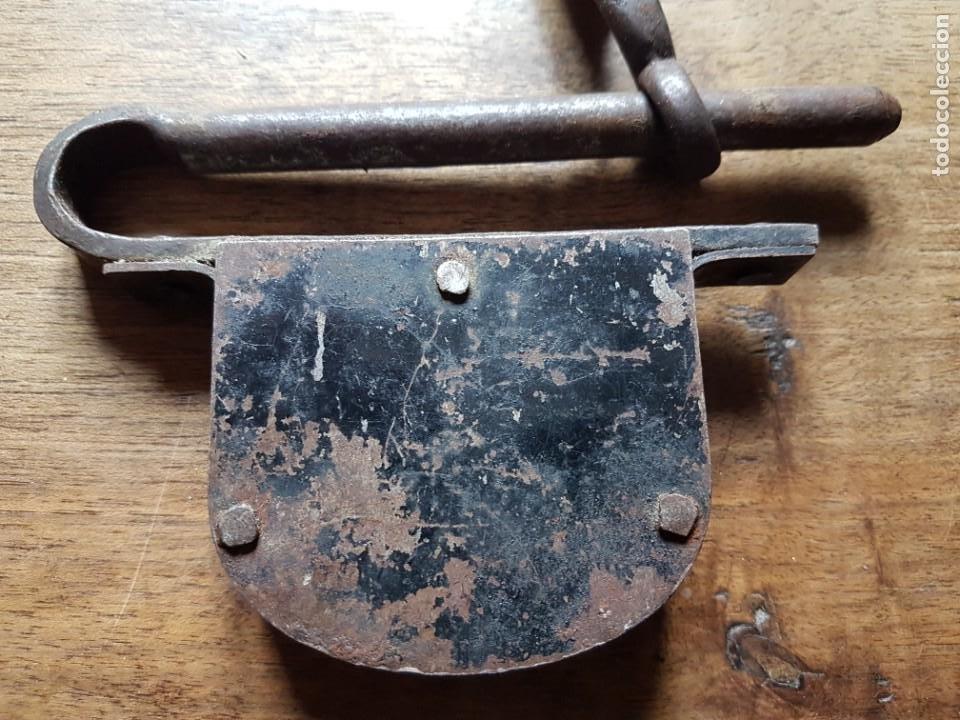 Antigüedades: Antiguo candadode forja de porton - Foto 3 - 228902310