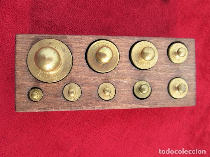 Antigüedades: TACO JUEGO DE PESAS COMPLETO, DE MADERA NOBLE CON 9 PESAS DE BRONCE - Foto 7 - 229219470