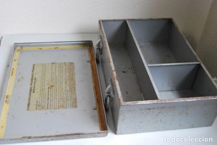 Antigüedades: BOTIQUÍN ESCOLAR SANS - PRIMARIA - MALETA DE METAL - MALETÍN - COLEGIO - ESCUELA - Foto 15 - 229611330