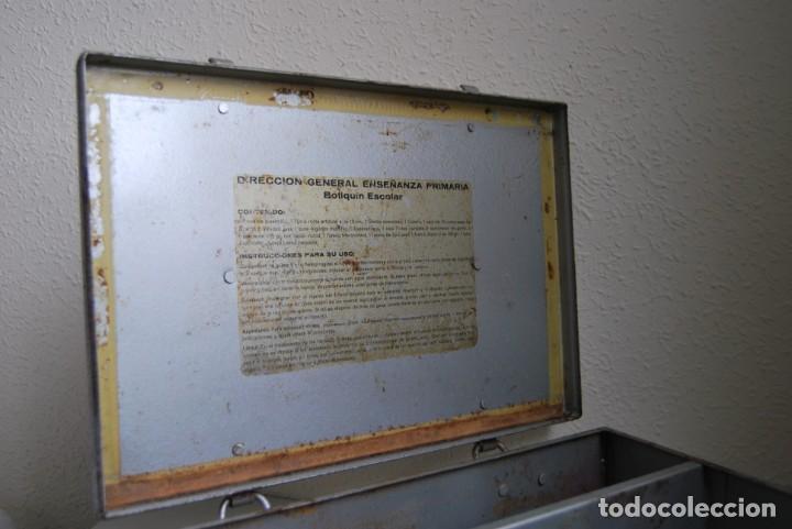 Antigüedades: BOTIQUÍN ESCOLAR SANS - PRIMARIA - MALETA DE METAL - MALETÍN - COLEGIO - ESCUELA - Foto 18 - 229611330