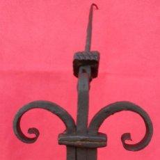 Antigüedades: ALDABA DE FORJA S. XVIII. GRAN TAMAÑO.- 33 CMS LONGUITUD. PROCEDE DE CASA SOLARIEGA DE CÓRDOBA. . Lote 186262103