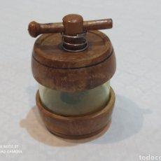Antigüedades: ANTIGUO Y RARO MOLINILLO DE MADERA PARA ESPECIES. Lote 230011035