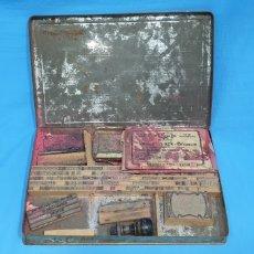 Antigüedades: CAJA CON JUEGO DE PIEZAS DE IMPRENTA. Lote 230165720