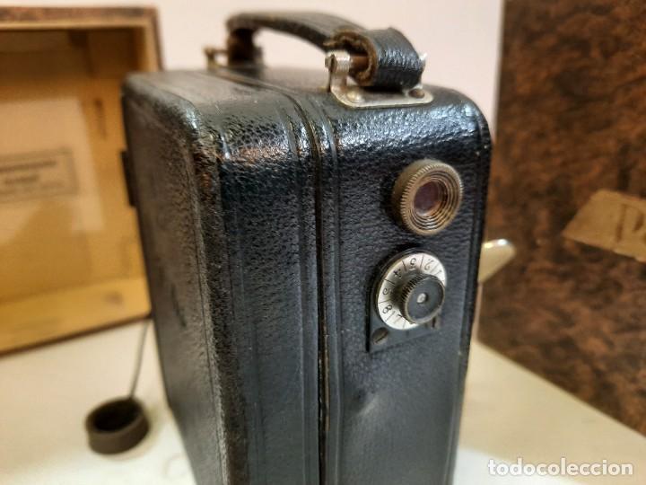 Antigüedades: Tomavistas Pathé, películas, caja e instrucciones. Impecable. - Foto 9 - 230199710