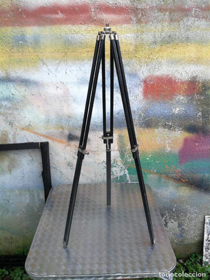 ANTIGUO TRÍPODE DE MADERA Y LATON PLEGABLE EQUIPAMIENTO ÓPTICO BUEN TAMAÑO (Antigüedades - Técnicas - Otros Instrumentos Ópticos Antiguos)