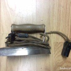 Antigüedades: PLANCHA ELÉCTRICA ANTIGUA CON CABLE. Lote 230409690