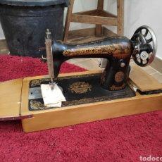 Antiquités: MAQUINA DE COSER SINGER, ELECTRIFICADA Y CON SU PEDAL. PORTATIL, CON SU MALETA. Lote 230518380