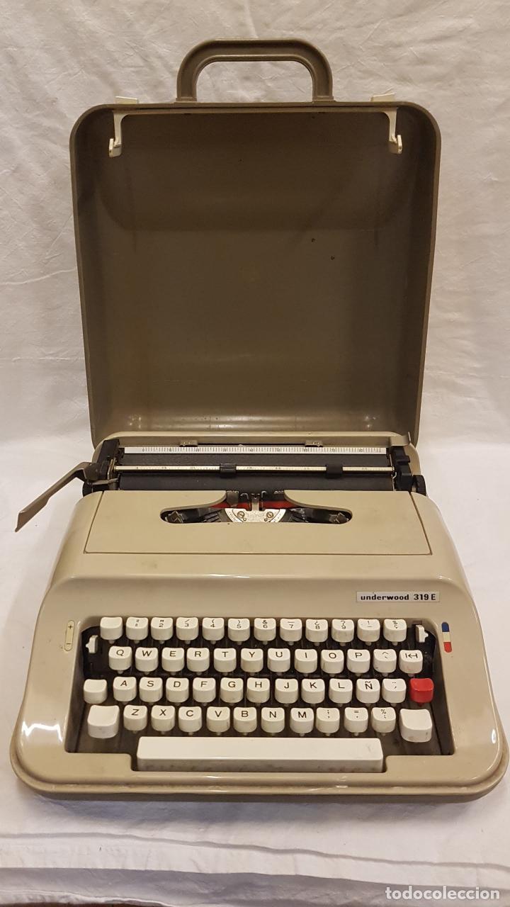 MAQUINA ESCRIBIR CON TAPA UNDERWOOD 319 E (Antigüedades - Técnicas - Máquinas de Escribir Antiguas - Underwood)