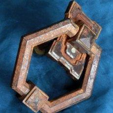 Antigüedades: ANTIGUA E IMPRESIONANTE ALDABA - FORMA HEXAGONAL - HIERRO - LLAMADOR DE PUERTA - GRANDE - RARO. Lote 230620120