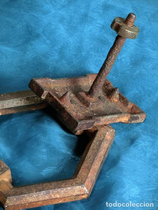 Antigüedades: ANTIGUA E IMPRESIONANTE ALDABA - FORMA HEXAGONAL - HIERRO - LLAMADOR DE PUERTA - GRANDE - RARO - Foto 8 - 230620120