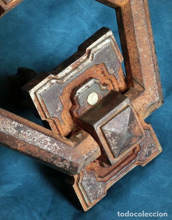 Antigüedades: ANTIGUA E IMPRESIONANTE ALDABA - FORMA HEXAGONAL - HIERRO - LLAMADOR DE PUERTA - GRANDE - RARO - Foto 12 - 230620120