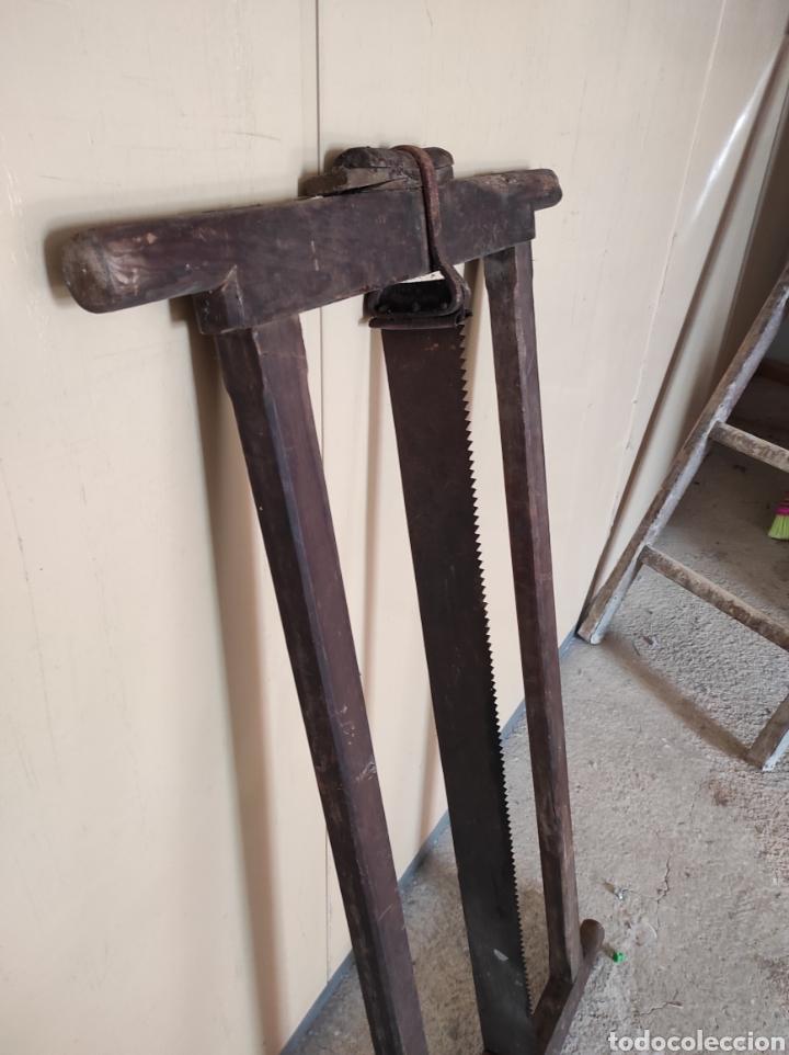 Antigüedades: Enorme sierra antigua de madera, 122x64cm. - Foto 2 - 230843595