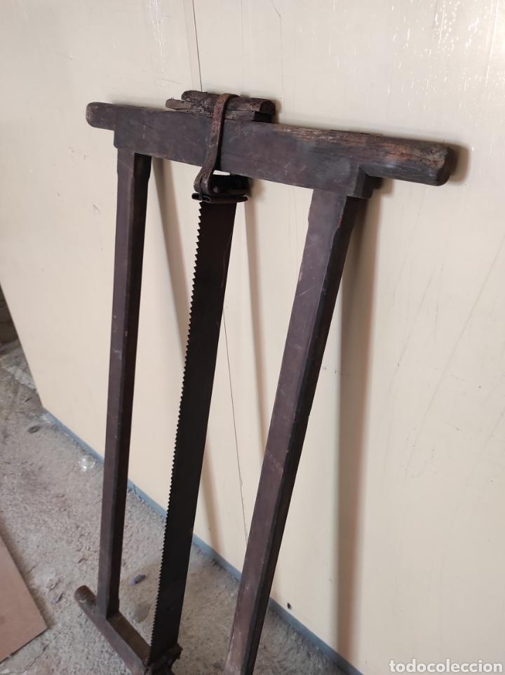 Antigüedades: Enorme sierra antigua de madera, 122x64cm. - Foto 4 - 230843595