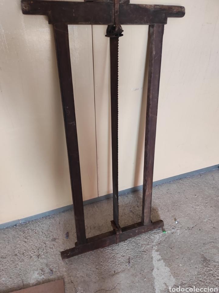 Antigüedades: Enorme sierra antigua de madera, 122x64cm. - Foto 12 - 230843595