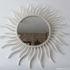 Antigüedades: ESPEJO-PORTAFOTO DE FORJA BLANCO-BEIG CON FORMA DE SOL.. Lote 230951715