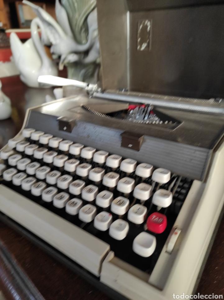 Antigüedades: Maquina de escribir portatil, fabricación portuguesa. Vintage. - Foto 2 - 231015030