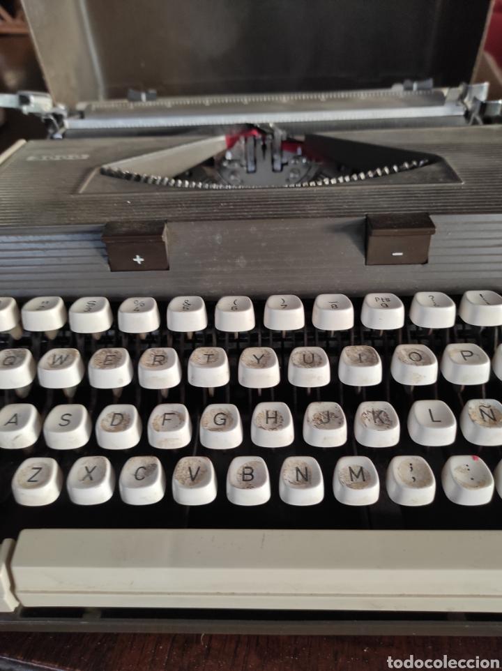 Antigüedades: Maquina de escribir portatil, fabricación portuguesa. Vintage. - Foto 4 - 231015030