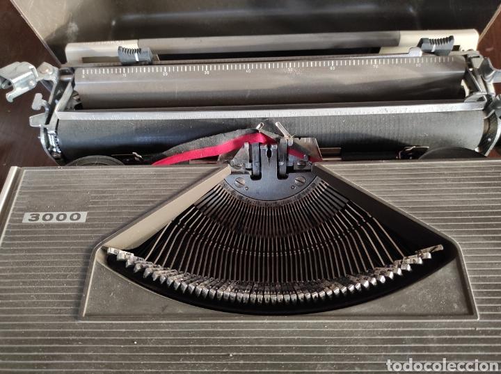 Antigüedades: Maquina de escribir portatil, fabricación portuguesa. Vintage. - Foto 5 - 231015030