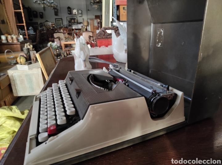 Antigüedades: Maquina de escribir portatil, fabricación portuguesa. Vintage. - Foto 6 - 231015030