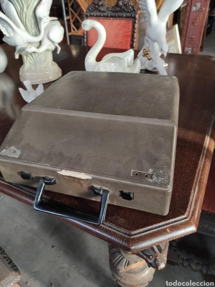 Antigüedades: Maquina de escribir portatil, fabricación portuguesa. Vintage. - Foto 7 - 231015030