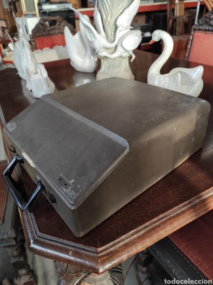 Antigüedades: Maquina de escribir portatil, fabricación portuguesa. Vintage. - Foto 8 - 231015030